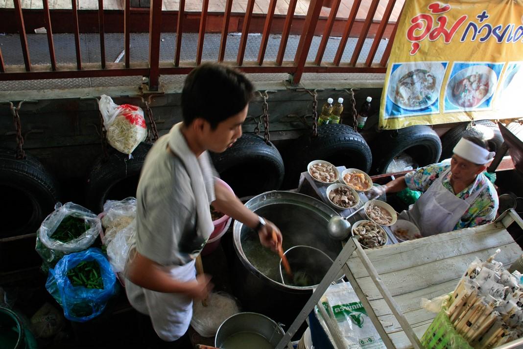 Talin Chan floating market